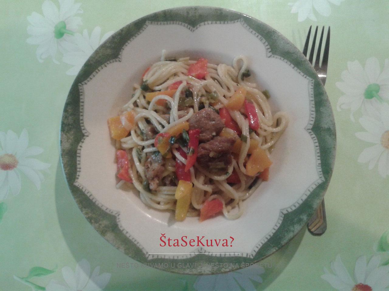 prolecne-spagete-sa-prelivom-od-belog-luka