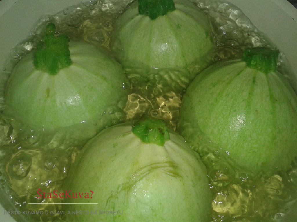 Okrugle tikvice punjene povrćem zapečene u rerni, blanširanje tikvica