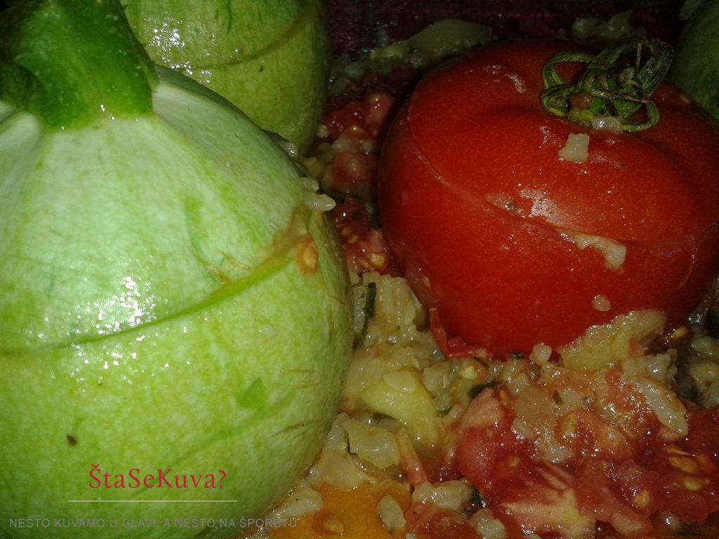 Okrugle tikvice punjene povrćem zapečene u rerni