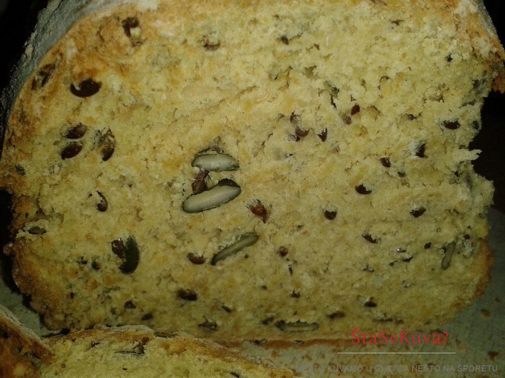 crni-beskvasni-hleb-sa-semenkama