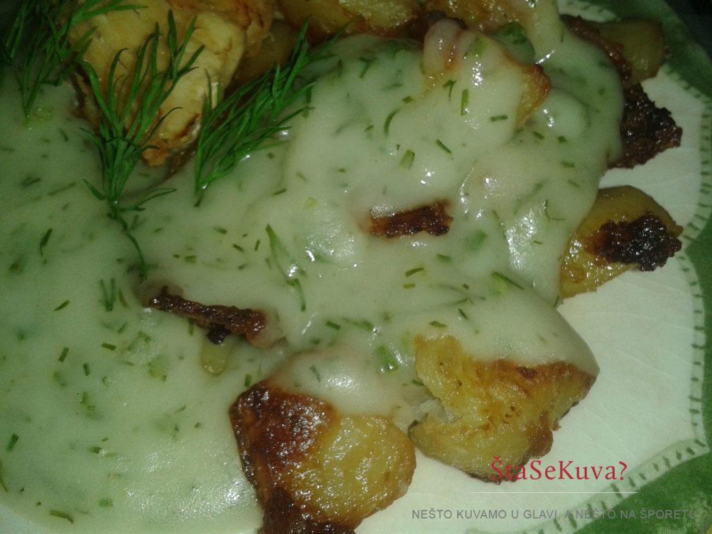 Starinski sos od mirođije poslužen za ručak uz krompir i belo meso