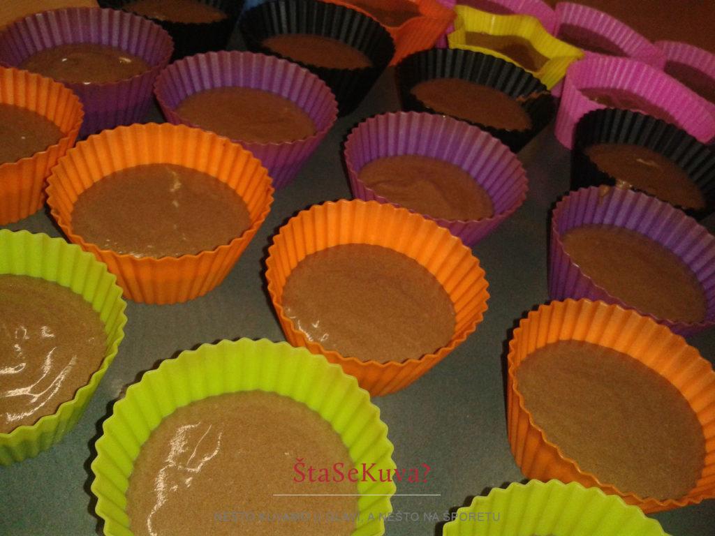 Čokoladni kapkejk (Cupcake) - spremno za rernu