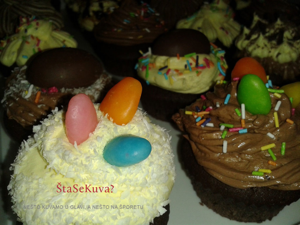 Čokoladni kapkejk (Cupcake) - ukrašeni